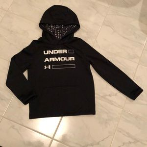 Under armour boys black pull over hoodie. EUC!
